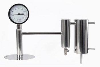 Конденсатор с сухопарником и термометром